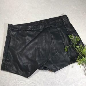 ZARA BASIC Faux Leather Skort skirt shorts Medium